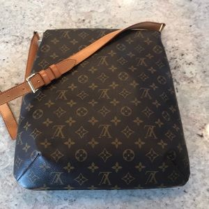 Louis Vuitton Bags - Beautiful lv crossbody